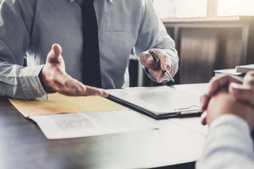 How Can I Choose a Contract Lawyer Near Me?